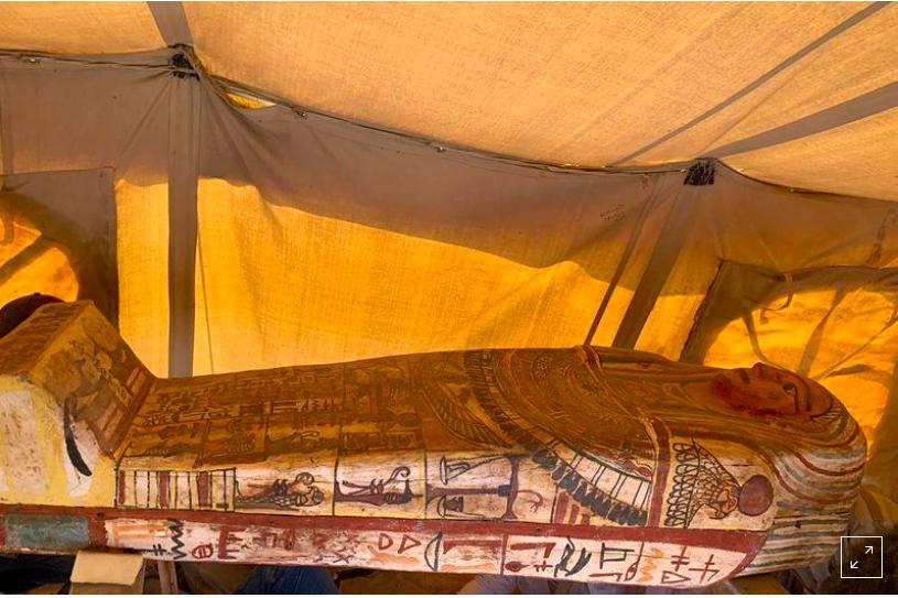 Descubren 27 sarcófagos enterrados en Egipto hace 2.500 años